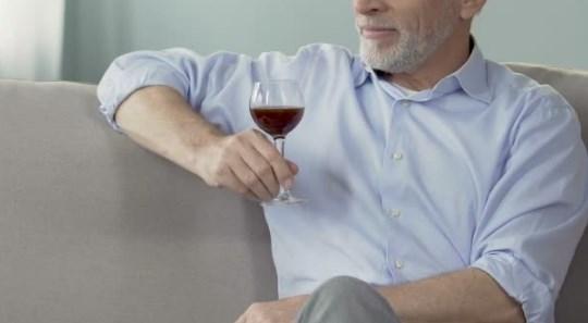 Употребление алкоголя пожилыми