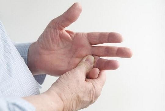 Холодные и бледные руки