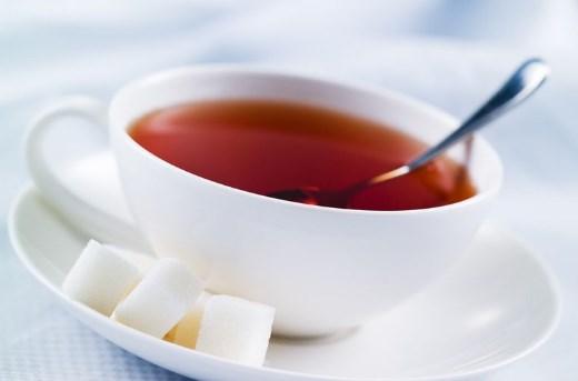 Крепкий чай с сахаром при гипотонии