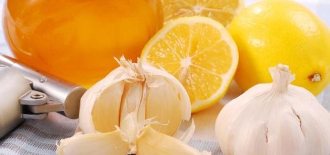 Мед, чеснок и лимон повышает давление