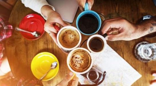 Большое количество чая и кофе