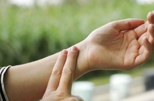 Правильность установки пальцев для измерения пульса